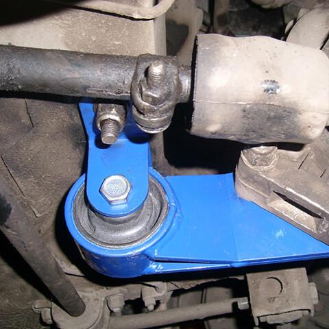 замена опор двигателя